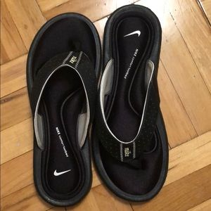 Women's Nike thong slippers